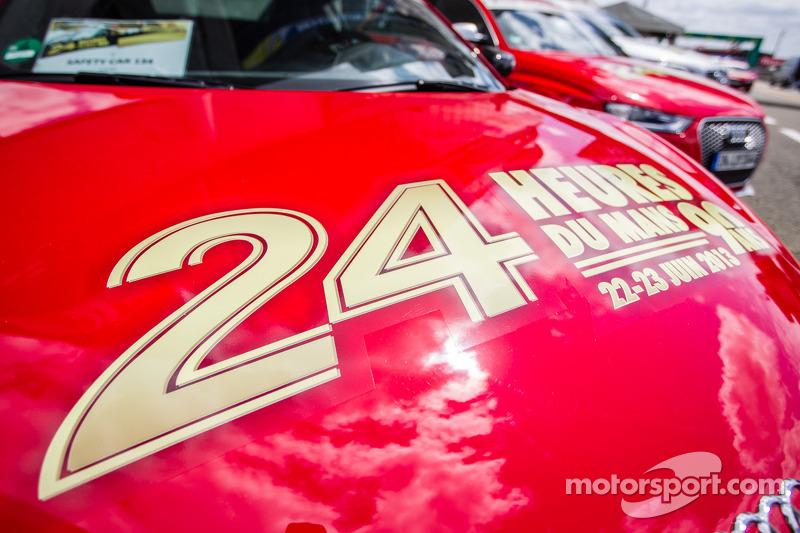 2013 24 uur van Le Mans-bestickering op de Safety Car