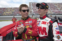 Jamie McMurray, Earnhardt Ganassi Racing Chevrolet and Greg Biffle, Roush Fenway Racing Ford