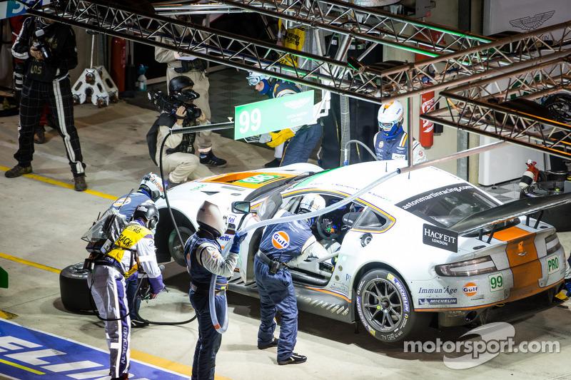Pit stop for #99 Aston Martin Racing Aston Martin Vantage GTE: Rob Bell, Frédéric Makowiecki, Bruno Senna