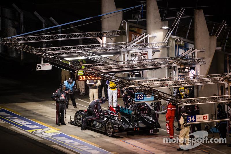 Pit stop for #33 Level 5 Motorsports HPD ARX-03b: Scott Tucker, Ryan Briscoe, Marino Franchitti
