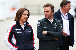 Claire Williams, jefa de equipo de Williams con Paddy Lowe, director técnico de Mercedes AMG F1