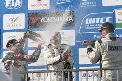 Роберт Хафф, Джеймс Нэш и Мишель Нюкьяэр. Порту, воскресенье, после второй гонки.