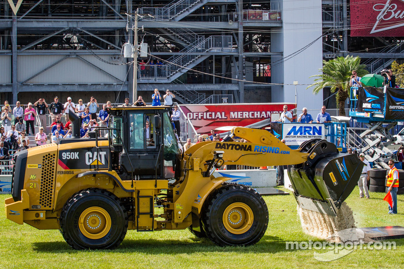 Daytona Rising event: Trevor Bayne, Wood Brothers Racing Ford heads back to the finish line to win the Daytona Rising 500