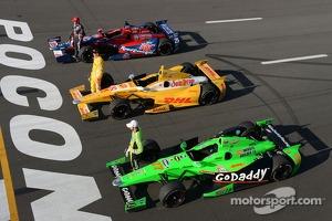Polesitter Marco Andretti, Andretti Autosport Chevrolet, second place Ryan Hunter-Reay, Andretti Autosport Chevrolet, third place James Hinchcliffe, Andretti Autosport Chevrolet