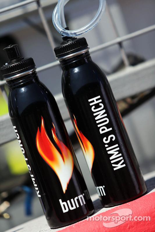 Garrafas de bebidas para Kimi Raikkonen, Lotus F1 Team