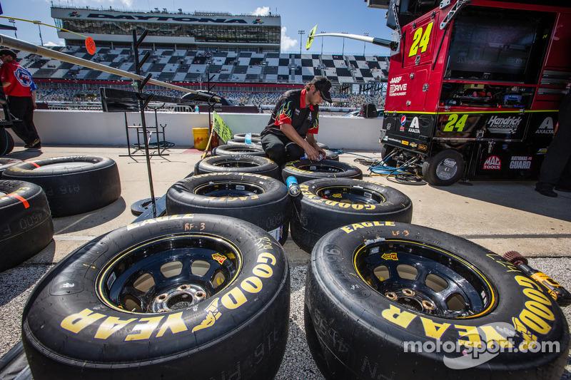 Crew member for Jeff Gordon, Hendrick Motorsports Chevrolet prepares wheels and tires