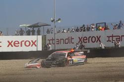 Crash for the #14 Novadriver Audi R8 LMS ultra: Cesar Campanico, Carlos Viera