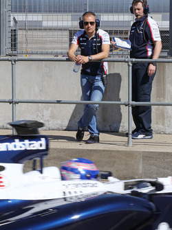 Valtteri Bottas, Williams watches Susie Wolff, Williams FW35 Development Driver leave the pits