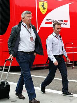 Ross Brawn, director del equipo Mercedes AMG F1 con Paddy Lowe, Director Ejecutivo de Mercedes AMG F