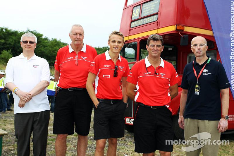 (L naar R): John Booth, Teambaas Marussia F1 Team; Max Chilton, Marussia F1 Team; en Graeme Lowdon, Marussia F1 Team Chief Executive Officer ontmoet vertegenwoordigers van UK Trade en Investment, die Britse bedrijven promoten in Oost-Europa