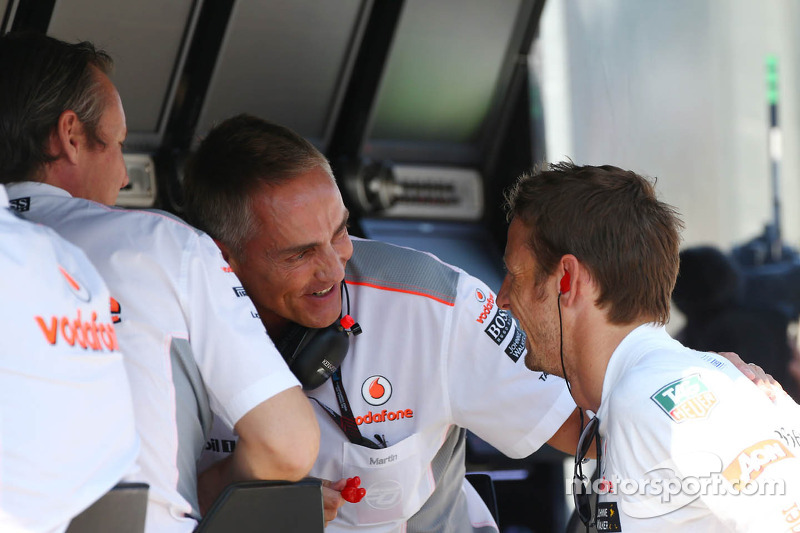 (L naar R): Sam Michael, McLaren Sporting Director met Martin Whitmarsh, McLaren Chief Executive Officer en Jenson Button, McLaren