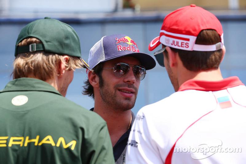 (L naar R): Charles Pic, Caterham met Daniel Ricciardo, Scuderia Toro Rosso en Jules Bianchi, Marussia F1 Team bij de rijdersparade