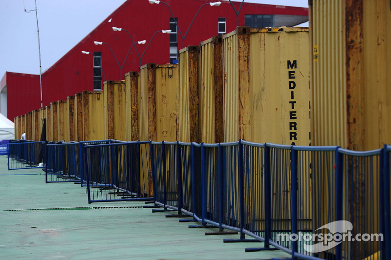 Containers in de paddock