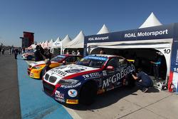 Tom Coronel, BMW E90 320 TC, ROAL Motorsport e Darryl OYoung, BMW E90 320 TC, ROAL Motorsport