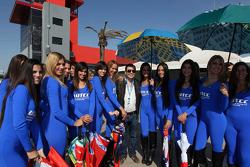 The Governor of Santiago del Estero, Gerardo Zamorra with Grid Girls