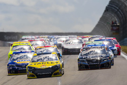 Start: Marcos Ambrose, Ford leads