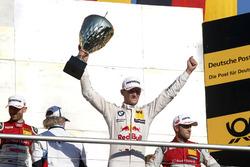 Подіум: переможець гонки Марко Віттманн, BMW Team RMG, BMW M4 DTM