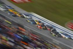 Клинт Боуйер, Stewart-Haas Racing Ford и Мартин Труэкс-мл., Furniture Row Racing Toyota