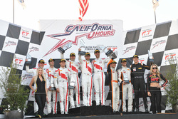Podium: winnaars Kelvin van der Linde, Pierre Kaffer, Markus Winkelhock, Team Magnus, tweede Connor de Phillippi, Christopher Mies, Christopher Haase, Land-Motorsport, derde Alvaro Parente, Bryan Sellers, Ben Barnicoat, K-Pax Racing