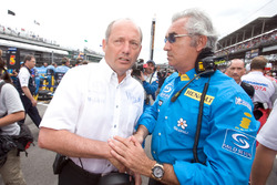 Ron Dennis, McLaren Mercedes talks to Flavio Briatore, Renault F1 Team