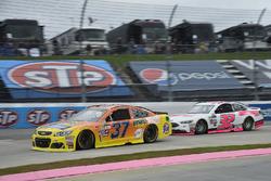 Крис Бушер, JTG Daugherty Racing Chevrolet и Мэтт ДиБенедетто, GоFAS Racing Ford