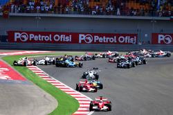 Felipe Massa, Ferrari 248 F1 aan de leiding bij de start