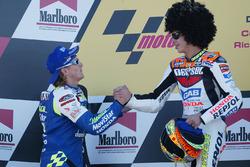 Podium : le vainqueur Valentino Rossi, le deuxième Sete Gibernau