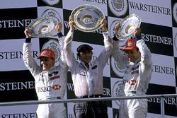 Podio: il terzo classificato Rubens Barrichello, Stewart Grand Prix