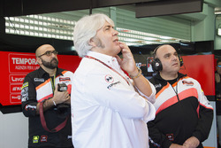 Giovanni Cuzari, director de Forward Racing team