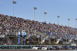 Tyler Reddick, Chip Ganassi Racing Chevrolet and Cole Custer, Stewart-Haas Racing Ford