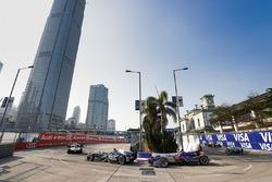 Mitch Evans, Jaguar Racing leads Alex Lynn, DS Virgin Racing