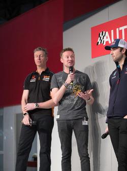 BTCC-kampioenen Matt Neal, Gordon Sheddon en Andrew Jordan op de Autosport Stage met Henry Hope-Frost