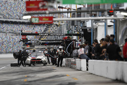 #25 BMW Team RLL BMW M8, GTLM: Bill Auberlen, Alexander Sims, Philipp Eng, Connor de Phillippi, pit stop