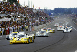 Старт гонки: лидирует экипаж №7 команды Joest Racing: Клаус Людвиг, Паоло Барилла, Джон Уинтер, Porsche 956