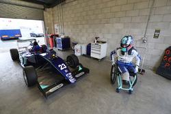 عودة بيلي مونغر واختباره لسيارة فورمولا 3 مع كارلين