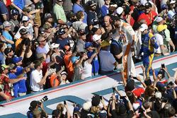 Paul Menard, Wood Brothers Racing Ford Fusion, David Ragan, Front Row Motorsports Ford Fusion