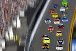 Erik Jones, Joe Gibbs Racing Toyota Camry, Brad Keselowski, Team Penske Ford Fusion