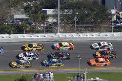 Ryan Newman, Richard Childress Racing Chevrolet Camaro, Chase Elliott, Hendrick Motorsports Chevrolet Camaro and Erik Jones, Joe Gibbs Racing Toyota