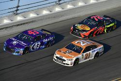 Darrell Wallace Jr., Richard Petty Motorsports Ford Fusion, Martin Truex Jr., Furniture Row Racing Toyota