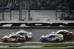 Denny Hamlin, Joe Gibbs Racing Toyota Chris Buescher, JTG Daugherty Racing Chevrolet Camaro