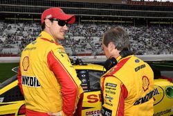 Joey Logano, Team Penske, Shell Pennzoil Ford Fusion e Todd Gordon, crew chief