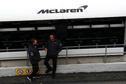 Zak Brown, McLaren CEO ve Eric Boullier, McLaren Yarış Direktörü