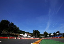 La source corner, turn 1. Track atmosphere