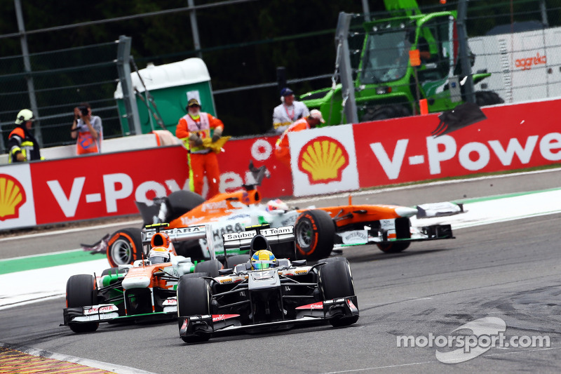 Esteban Gutiérrez, Sauber conduce Adrian Sutil, Sahara Force India como Paul di Resta, Sahara Force