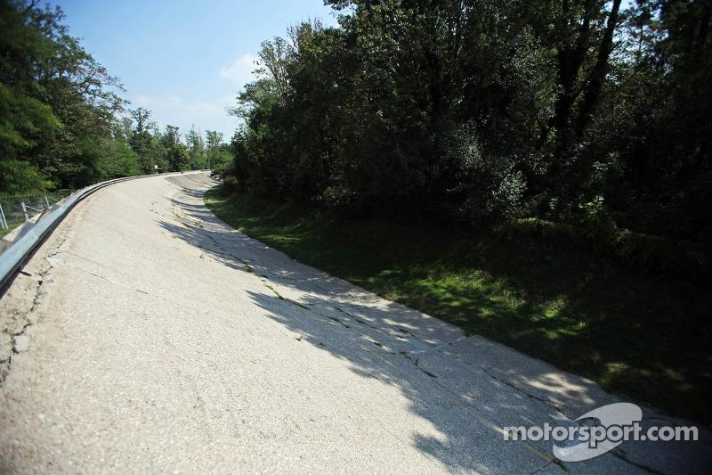 Entre 55 e 61, Monza usou seu famoso anel oval, o que deixava a pista com 10 km de extensão.