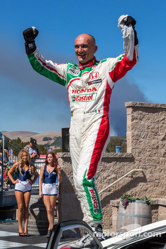 Gabriele Tarquini após vencer a corrida 2