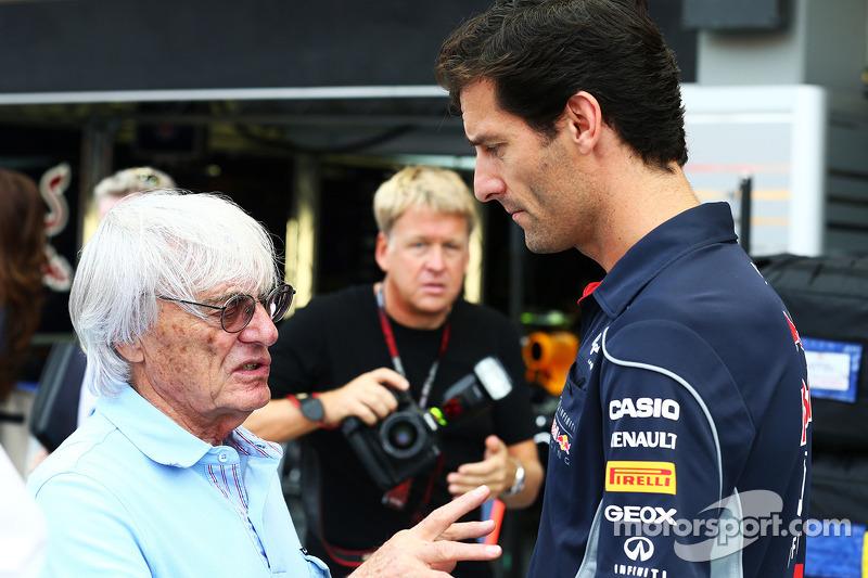 Bernie Ecclestone, CEO Formula One Group, met Mark Webber, Red Bull Racing