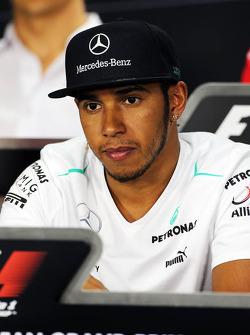Lewis Hamilton, Mercedes AMG F1 en la conferencia de prens