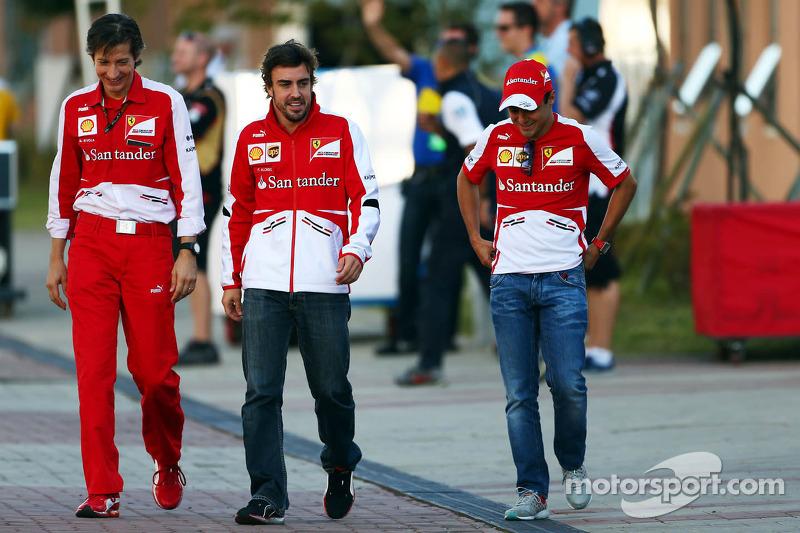(L naar R): Massimo Rivola, Ferrari Sporting Director met Fernando Alonso, Ferrari en Felipe Massa, Ferrari