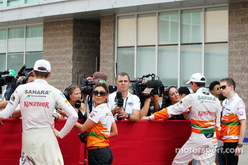 (L to R): Paul di Resta, Sahara Force India F1 and Adrian Sutil, Sahara Force India F1 with the media